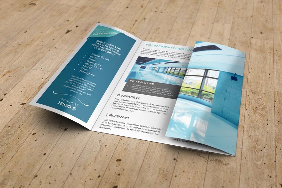 A4 Gatefold Brochure Mockup by idesignstudio net